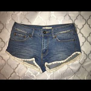 Roxy Pants - Roxy crochet trim shorts