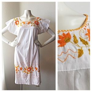 Vintage Dresses & Skirts - Vintage 1970s White Flowered Boho Dress