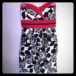 Trixxi Dresses & Skirts - Strapless Sweetheart Dress