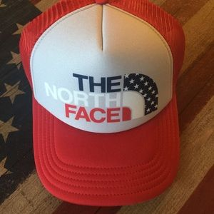 North Face Other - NWT northface trucker hat