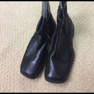 Venettini Shoes - Simply unique black ankle boots