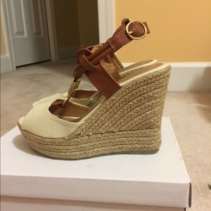 Venus canvas wedges size 6