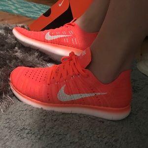 Nike Shoes - Women's Nike Free RN Flyknit NEW⚡️