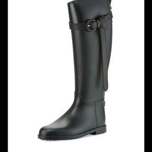 Burberry rubber rain boot. Size 40, US-10