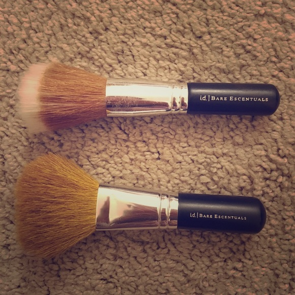 76% off bareMinerals Other - TWO Bare Minerals Makeup Brushes! from Lousine's closet on PoshmarkTWO Bare Minerals Makeup Brushes! - 웹