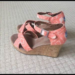 TOMS Shoes - NWOT TOMS Wedge sandals