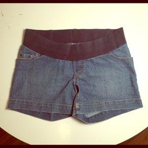 Motherhood brand jean maternity shorts size large
