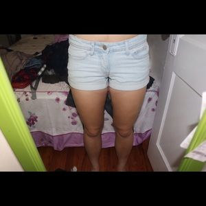 H and m light wash shorts