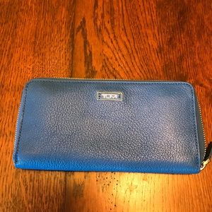 Tumi Handbags - TUMI wallet!!🎉