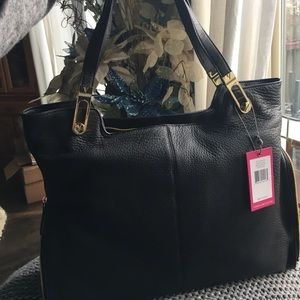 Vince Camuto Handbags - NWT Vince Camuto Jax black leather tote!
