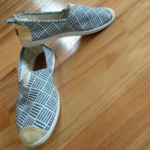 Shoes - Fun blue, white flat with taupe tip!