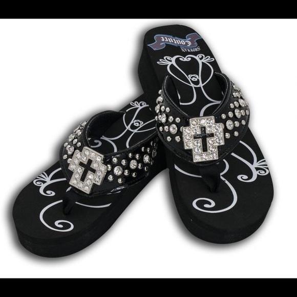 7deae5909 New cross bling flip flops sz 6 7 8