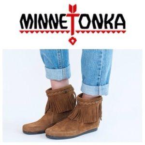 Minnetonka Shoes - Nwot Minnetonka boots!sale!