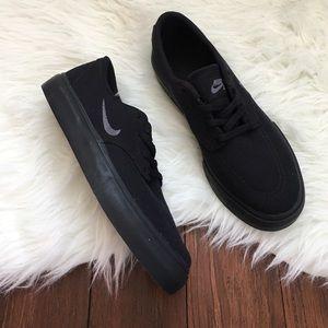 Nike Shoes - Nike SB Clutch Black on Black Casual Sneakers