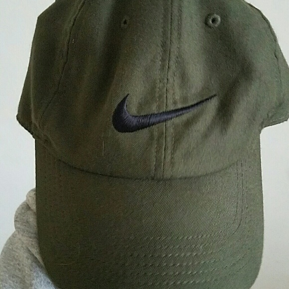 Olive green Nike hat. M 58bb0f344e95a3263b05bcc7 07c98ff33b1