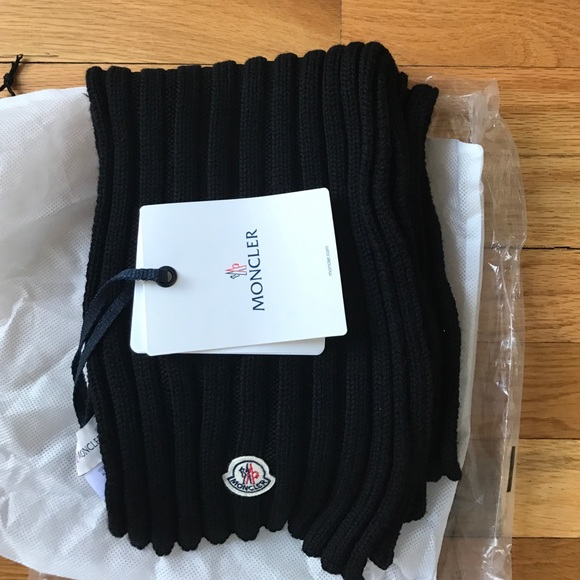 Authentic Moncler scarf e80a5929905