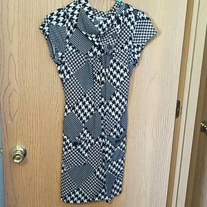 Short sleeve dress with pockets black and white