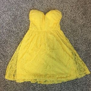 Wet Seal Dresses & Skirts - Strapless lacy dress