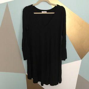 Dresses & Skirts - Black v-neck, long-sleeve dress
