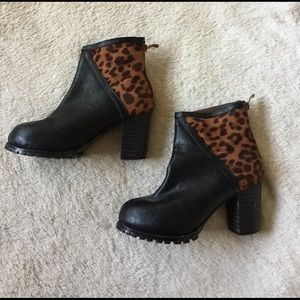  Size 7 Leopard Print Heeled Ankle Boot 