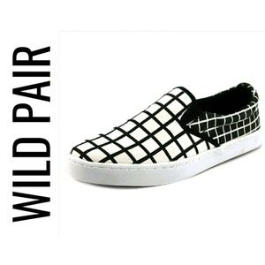 Wild Pair Shoes - Black & White Checkered Sneakers NIB 8