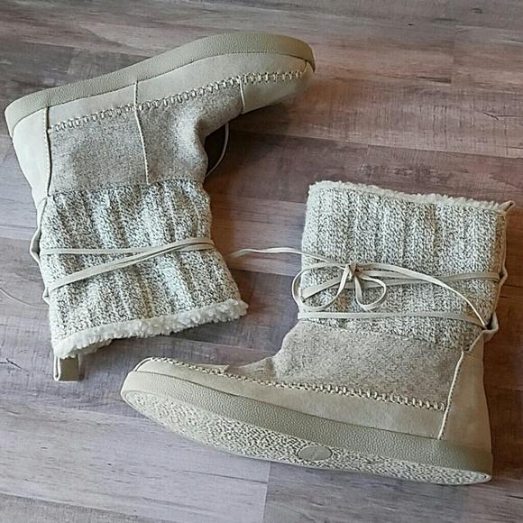 88c4624df75 New Madden Girl white knit mukluk boots 6