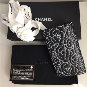 CHANEL Handbags - 💯AUTH.NWT. Chanel Camellias 16's Limited Edition