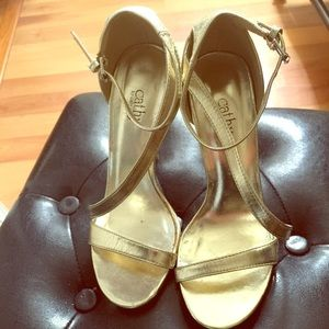 Cathy Jean Shoes - CATHY JEAN:| Gold Strappy Heels. Size 7.