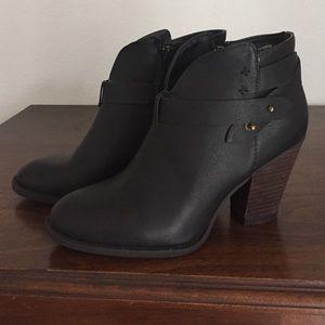 Boots xoxo brand worn once - looks like rag&bone