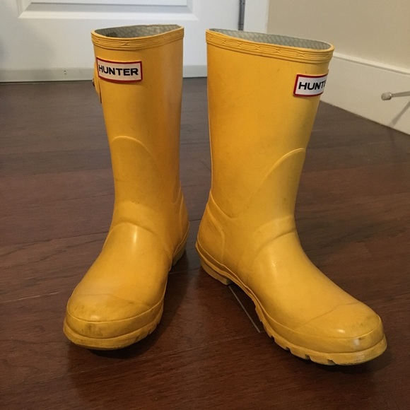 73% off Hunter Boots Shoes - Hunter short yellow rain boots from ...