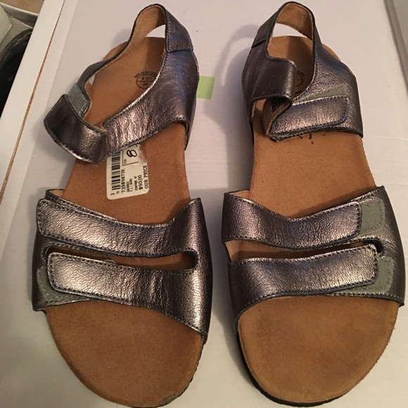 0cf92b2f010f Vionic Silver Metallic Velcro Sandals