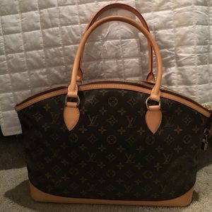 Louis Vuitton Handbags - Authentic Louis Vuitton monogram handbag