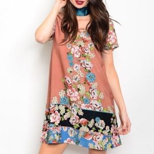 Dresses & Skirts - 🎉HP🎉 Salmon Floral Dress