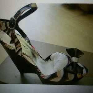 New bebe firenze shoe sandals size 8