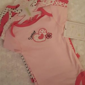 Baby Gear Other - Grow with me 4 short sleeved bodysuits.