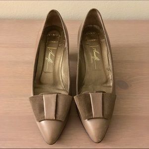 Shoes - Vintage Italian leather kitten heels taupe size 6