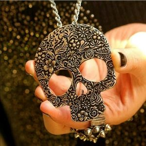 Jewelry - Gold Skull Sweater Necklace