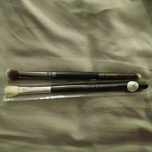 Sephora Other - 3 in 2 Crown Eye Shadow Brushes