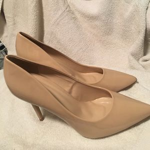 ShuShop Shoes - Nude patent pumps
