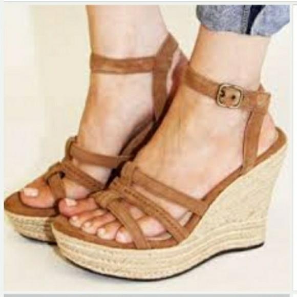 b4c97fd0887a Ugg Callia Wedge Platform Sandals. M 58c890265c12f82dde008ad3