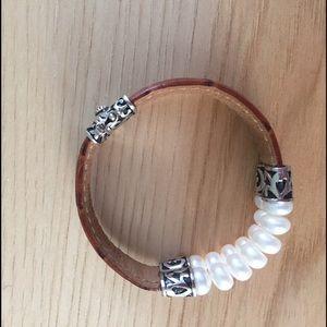 Jewelry - Bracelet with pearls