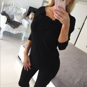Tops - Gorgeous flower boat neck sweater