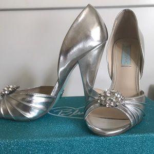 Betsey Johnson Shoes - Betsy Johnson silver metallic Gia heel