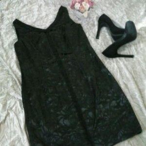 Carmen Marc Valvo Dresses & Skirts - 💟SALE💟Carmen Marc Valvo Black Cocktail  Dress 14
