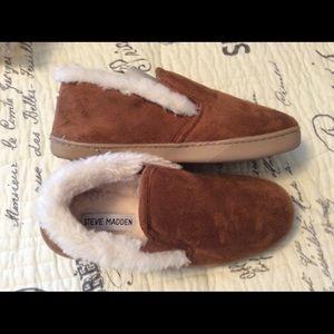 NWT Steve Madden Cozy Slippers
