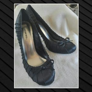 classified Shoes - CLASSIFIED Pleated PUMPS w/ bows Round Toe