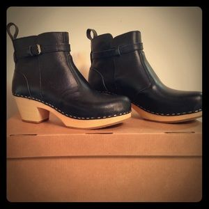 Swedish Hasbeens Shoes - Swedish Hasbeens Black Bootie Clogs