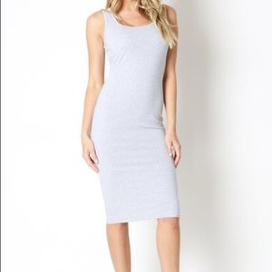Dresses & Skirts - 🆕SLEEVELESS MIDI DRESS IN A KNEE LENGTH