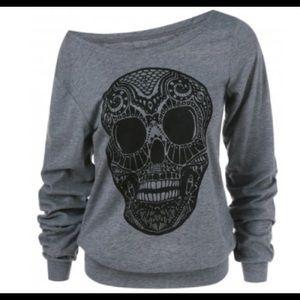 Tops - One left!! skull hoodie