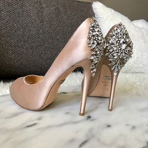 N/A Badgley Mischka Kiara Pumps